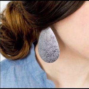 Gunflint silver metal teardrop earrings